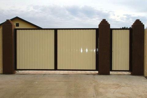 Предлагаем возвести забор из профнастила в Самаре быстро за 899 руб. Защитите свой участок